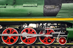 Röda stora tokiga hjul Arkivfoto