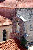 Röda tak av Korcula Arkivfoto