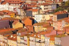 Röda tak i den gamla staden. Porto. Portugal arkivfoton