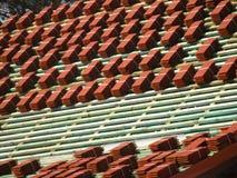 röda taktegelplattor Royaltyfria Bilder
