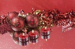 röda tealights tre för baubles Royaltyfri Bild