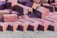 Röda tegelstenar på en konstruktionsplats Fotografering för Bildbyråer