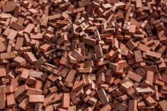 Röda tegelstenar som staplas på konstruktionsplatser Royaltyfria Foton