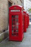 Röda telefonaskar för K2 London Royaltyfri Foto