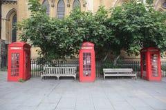 Röda telefonaskar i London Fotografering för Bildbyråer