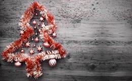 Röda Tinsel Christmas Tree, kopieringsutrymme Fotografering för Bildbyråer