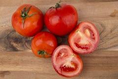 Röda tomater ombord Royaltyfri Foto