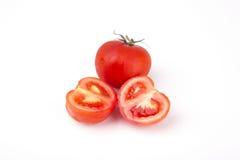 Röda tomater på en vitbakgrund Arkivfoto