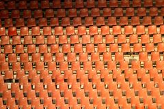 Röda tomma platser på fotbollsarenan Arkivbilder