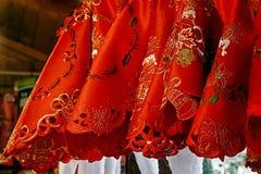 Röda torkdukeservetter för julmatställeparti Royaltyfri Bild