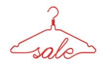 Röda trådklädhängare med meddelandet - SALE Royaltyfri Fotografi