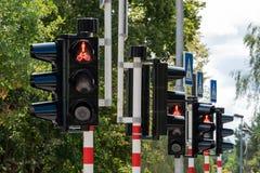 Röda trafikljus i rad royaltyfri bild