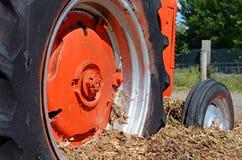 Röda traktorhjul Fotografering för Bildbyråer
