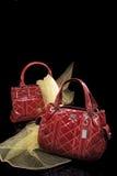röda trendiga handväskor Arkivfoton