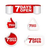 Röda uppsättningpappersklistermärkear 7 dagar öppnar Arkivbilder