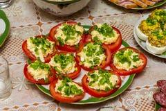 Röda välfyllda tomater Arkivbilder