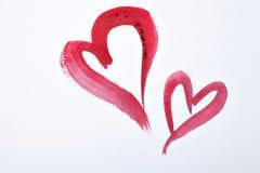 Röda vattenfärghjärtor på vitbok St Dag för valentin` s Arkivfoton