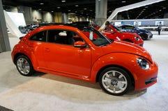 Röda Volkswagen Beetle fotografering för bildbyråer