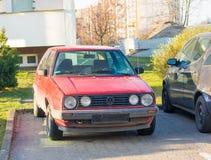 Röda Volkswagen Golf Arkivbilder