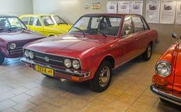 Röda Volkswagen K70 av 1974 i museum Royaltyfri Fotografi