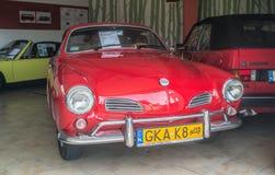 Röda Volkswagen Karmann Ghia i museum Royaltyfria Bilder