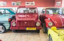 Röda Volkswagen Kubelwagen av 1975 i museum Royaltyfri Fotografi