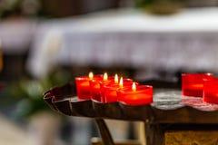 Röda votive tealights Arkivfoton