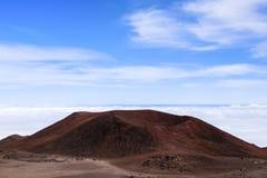 Röda vulkaniska krater Arkivbild