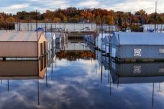 Röda Wing Boathouses Royaltyfri Fotografi