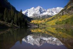 rödbruna berg för klockor Arkivbilder
