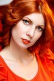 Rödhårig flickaframsida arkivfoton
