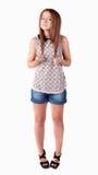 Rödhårig tonårig flicka i kortslutningar Royaltyfria Bilder