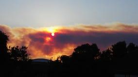 Rök från en brand arkivbild