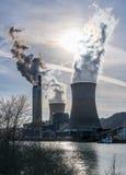 Rök från kol driven kraftverk royaltyfri fotografi
