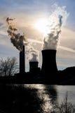 Rök från kol driven kraftverk arkivbilder