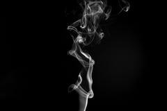 Rök mot en svart bakgrund Royaltyfria Bilder