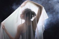 Röka den mörka kanten Tan Skin Asian Woman för svart hår med tätt fluffigt Fotografering för Bildbyråer