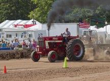 Röka för traktor för landskampTurbo Bushville Lanes royaltyfria bilder