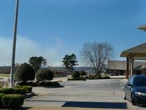 Röka från ett gräs eller en skogsbrand i Van Buren, Arkansas Royaltyfri Fotografi