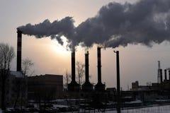 Röka industriella lampglas i en stad Royaltyfria Bilder