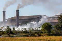 Röka industriella rör i Thailand Royaltyfria Foton