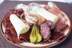 Röka kött med den jäst gurkan och ost Royaltyfria Bilder