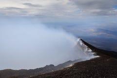 Röka krater av Mount Etna Arkivfoton
