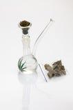 Röka marijuana Arkivbild