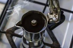 Röka mockakrukan på ugnen Royaltyfri Bild
