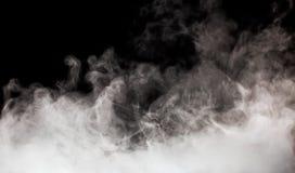Röka på den svarta bakgrunden på den svarta bakgrunden Arkivfoto