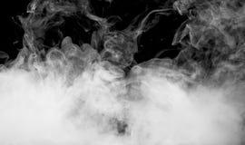 Röka på den svarta bakgrunden på den svarta bakgrunden Royaltyfria Bilder