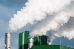 Röka rör av en fabrik Fotografering för Bildbyråer