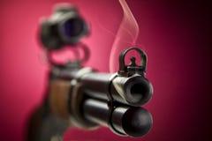 Röka vapen Arkivfoton