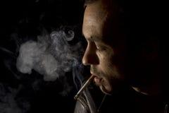 rökande barn för cigarettman Royaltyfria Bilder